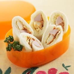 魚肉ソーセージのロールサンド