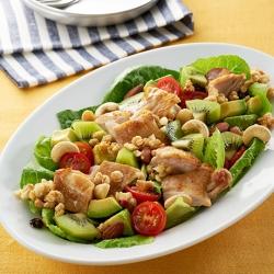 ロメインレタスとキウイと鶏肉のパワーサラダ