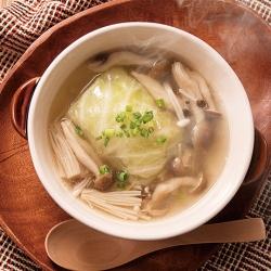 生姜ロールキャベツときのこのスープ