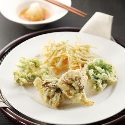 雪国まいたけと春野菜の天ぷら