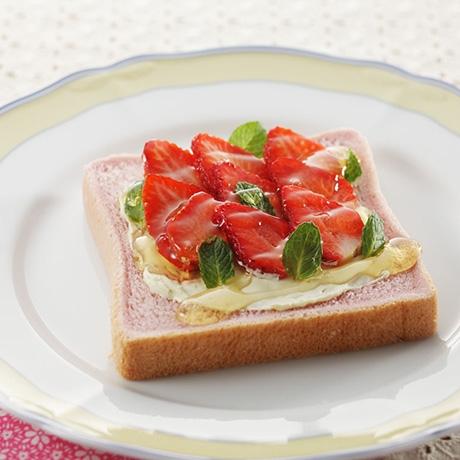 イチゴのクリームチーズトースト
