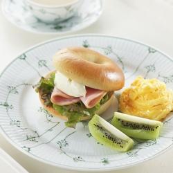 ベーグルサンド朝食