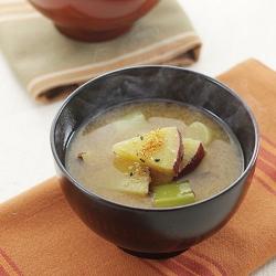 さつま芋とねぎの味噌汁