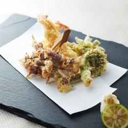 ほたるいかと山菜の天ぷら