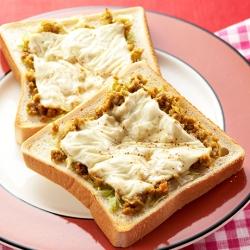 肉みそカレーチーズトースト