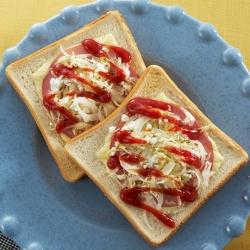 新玉ねぎと春キャベツのチーズトースト