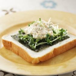 鮭サラダのオープンサンド