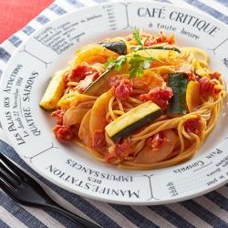 トマトとズッキーニのチーズパスタ