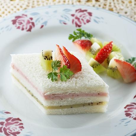 ひしもち風サンドケーキ