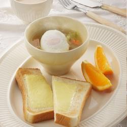 卵入り野菜スープ朝食
