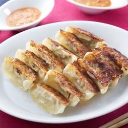 焼き餃子ピリ辛味噌ダレ