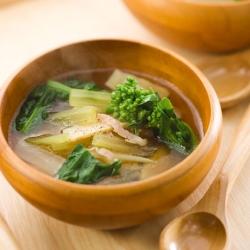 ベーコンと春野菜の沢煮椀
