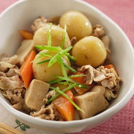 新じゃがと高野豆腐の煮物