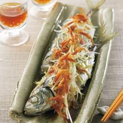 鰺の蒸し物・桜海老ソース