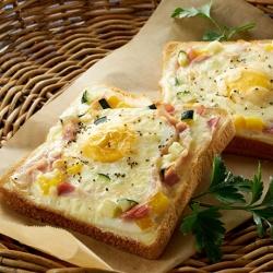 夏野菜のカルボナーラ風トースト