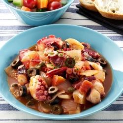 たこのピリ辛トマト煮と旬菜ピクルス