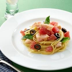 サーモンとトマトの冷製スパゲッティとレモンラッシー