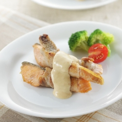 鮭の豚バラ巻き味噌マヨソース