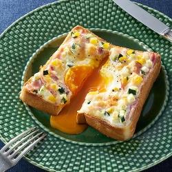 夏野菜のカルボナーラトースト