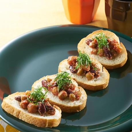 お豆とトマト味噌のおつまみカナッペ