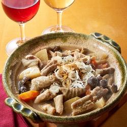 秋野菜たっぷり豚モツ味噌煮