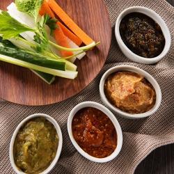 手作り味噌で食べるスティック秋サラダ