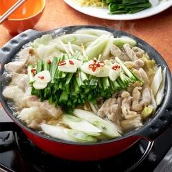 シャンタンで作る醤油味のもつ三昧鍋