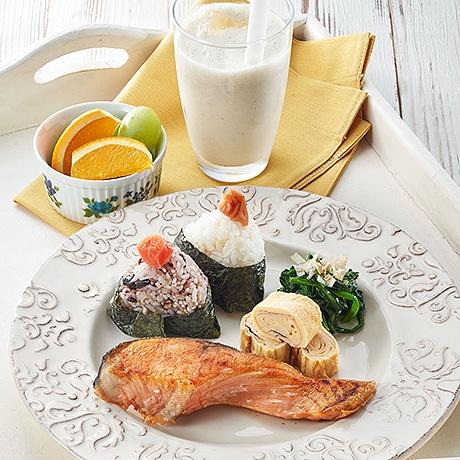 朝食プレート&フルーツ黒酢スムージー