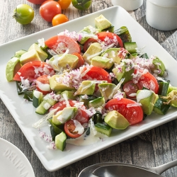 トマトとアボカドの海藻サラダ