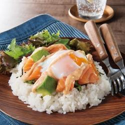 ピリ辛明太マヨのアボカドサーモン丼