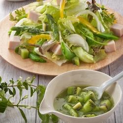 手作りキウイドレッシングサラダ